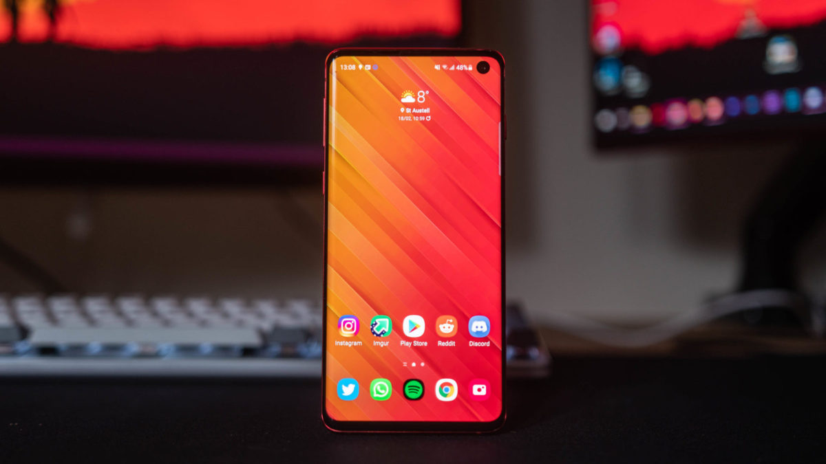 Samsung Galaxy S10 hero shot of home screen
